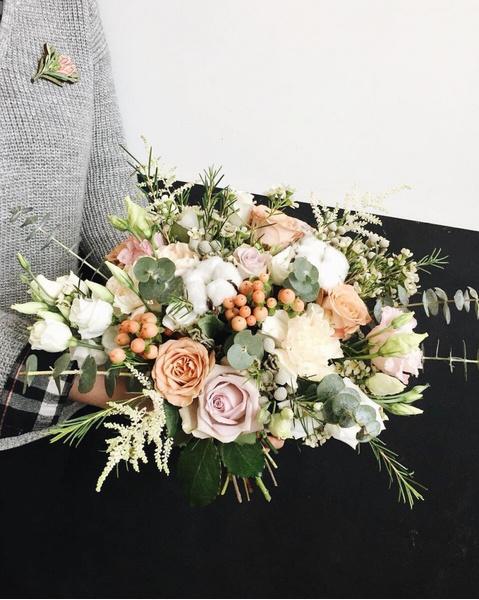 Фото №6 - Бросать или не бросать: топ-9 стильных свадебных букетов, которые вам захочется оставить себе