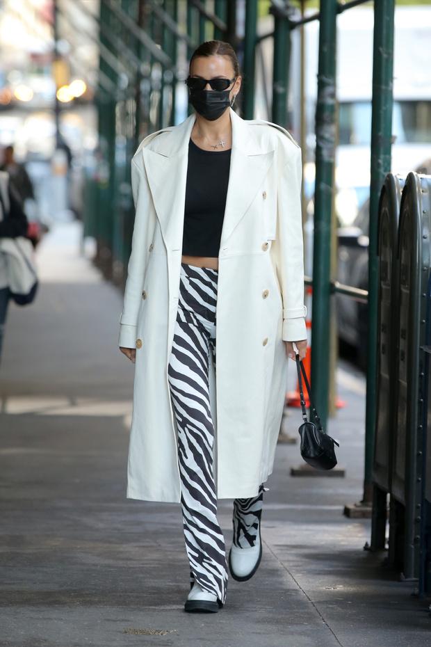 Фото №2 - Смело и очень стильно: Ирина Шейк показывает, какие брюки будут нужны вам этим летом