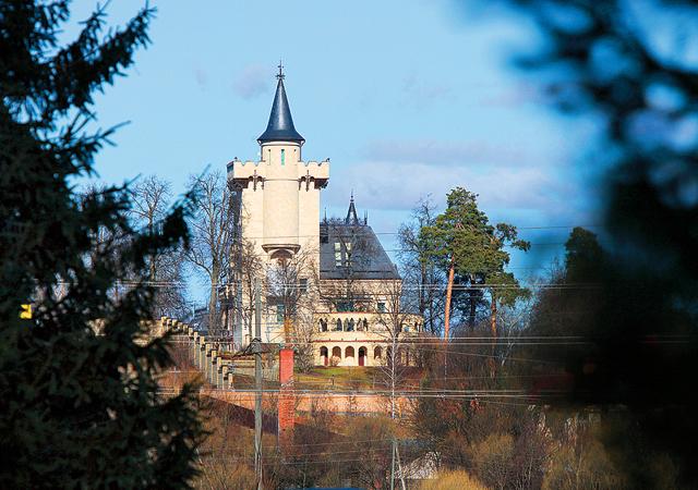 Фото №2 - Орбакайте показала самую загадочную деталь сада Пугачевой: видео