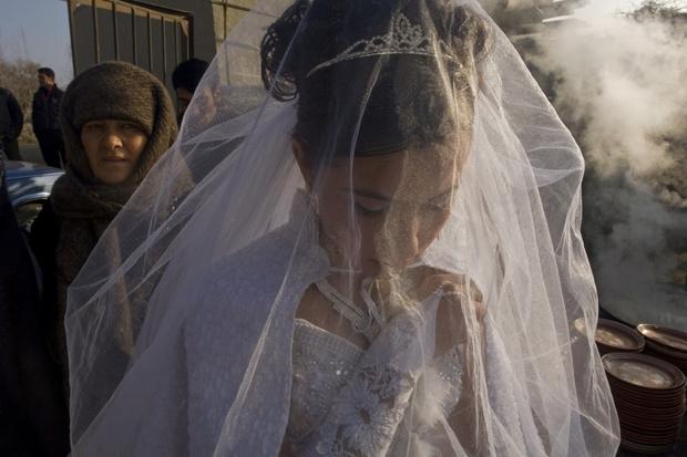 Фото №3 - Свадьба цыганских детей шокировала общественность