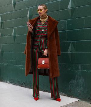 Фото №2 - Модные лайфхаки: как подобрать цвет сумки под свой аутфит