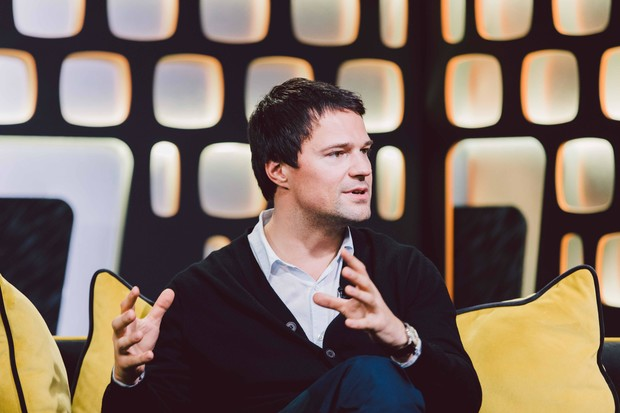 Фото №3 - «Мечтаю дать мороженое дочке»: Данила Козловский рассказал о ребенке, фильме «Чернобыль» и Алле Пугачевой