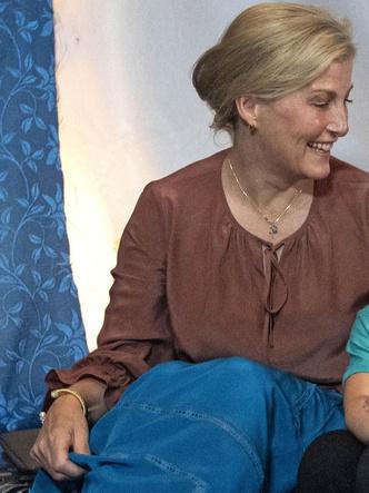 Фото №5 - Браслеты дружбы: любимые парные украшения герцогини Кейт и Софи Уэссекской