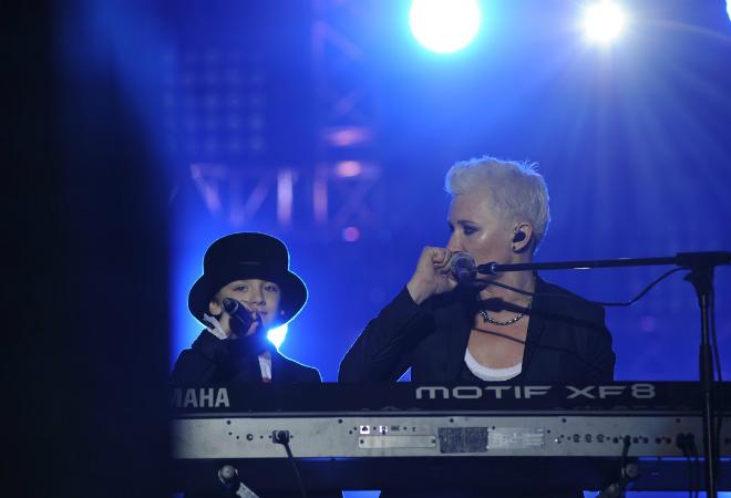 Фото №1 - Арбенина спела дуэтом с сыном
