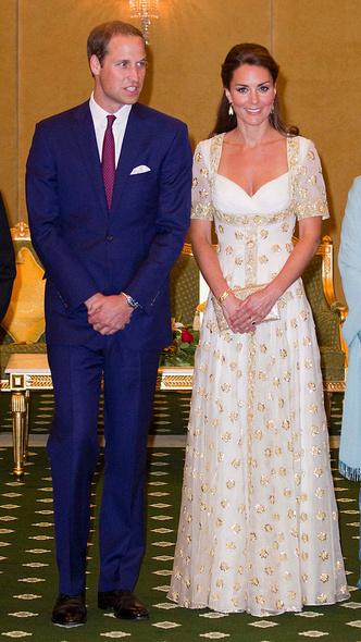 Фото №4 - Любимый бренд: самые роскошные выходы герцогини Кейт в Alexander McQueen