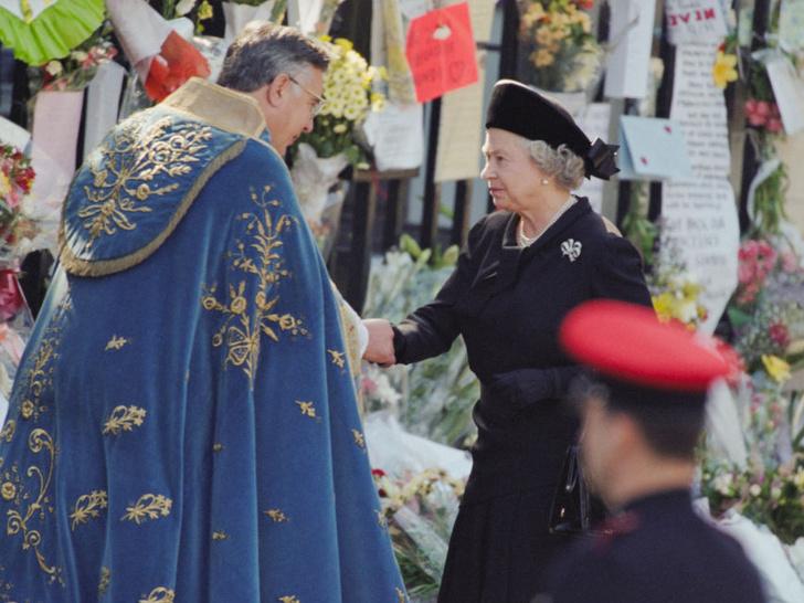 Фото №3 - Особое украшение, которое напоминает Королеве о принцессе Диане