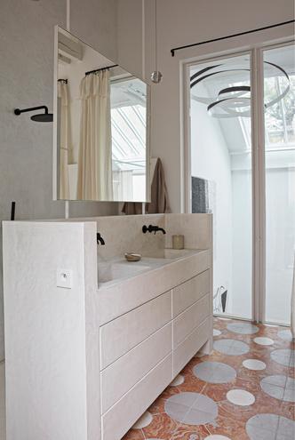Фото №7 - Среда обитания: квартира галеристки Амели дю Шарлар в Париже
