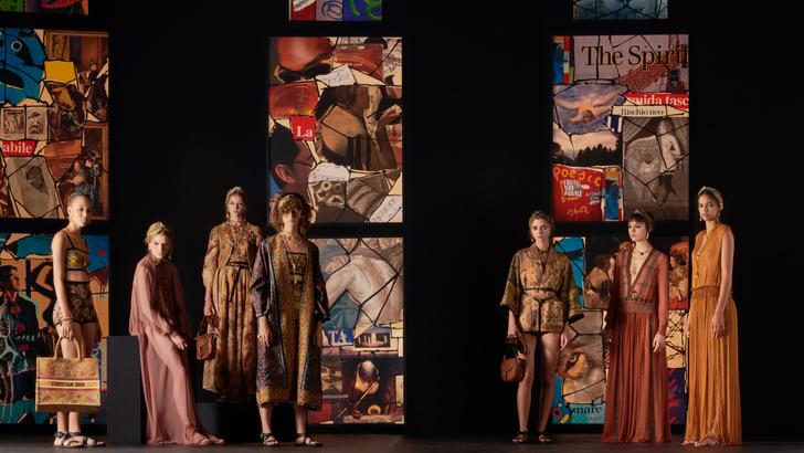 Фото №2 - Мистические витражи и ода культовым писательницам: что означали скрытые символы на показе Dior SS 2021