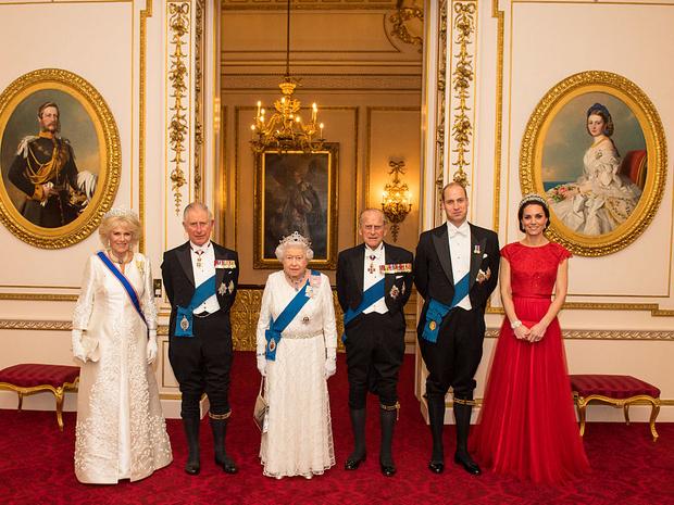 Фото №9 - Еще 20 любопытных правил королевского этикета, о которых вы могли не знать