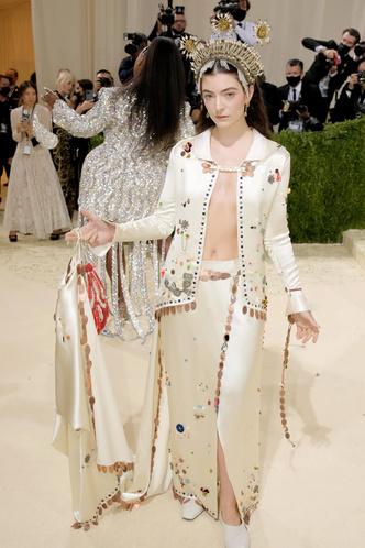 Фото №127 - Met Gala 2021: все модные образы бала Института костюма