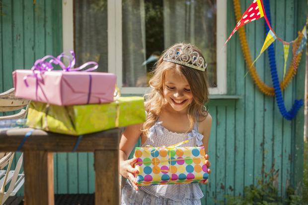 Что подарить девочке на день рождения в 11 лет, конечно, новый планшет