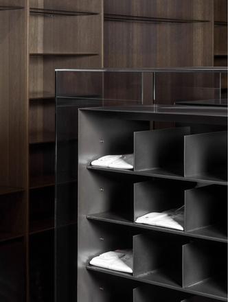 Фото №4 - Магазин мужской одежды по проекту Norm Architects