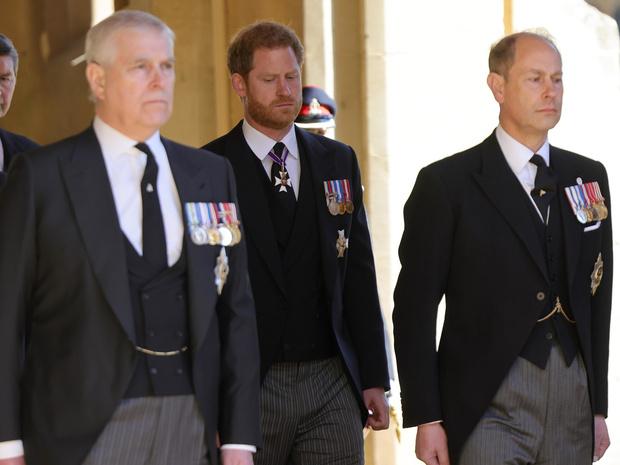 Фото №2 - Эдвард или Эндрю? Кто унаследует титул принца Филиппа (и кому он принадлежит сейчас)