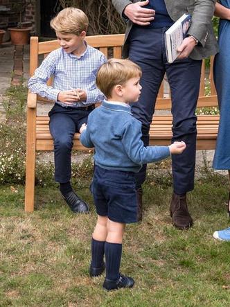 Фото №4 - Общий гардероб: 10 раз, когда Джордж, Шарлотта и Луи носили одежду друг друга