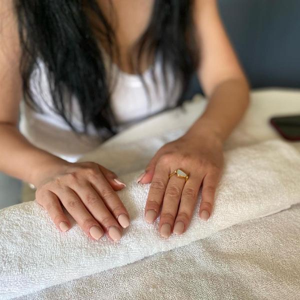 Фото №2 - Нюдовый маникюр на лето: красим ногти как Лана Кондор и не только