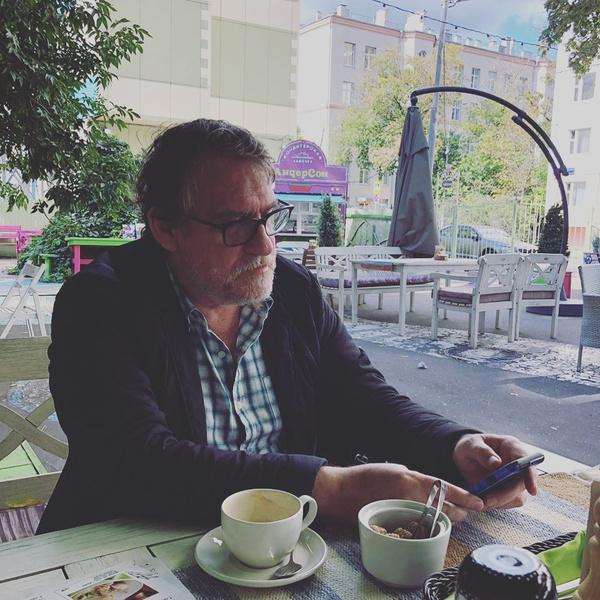 Фото №1 - Состояние Валерия Гаркалина ухудшилось— актера подключили к ЭКМО