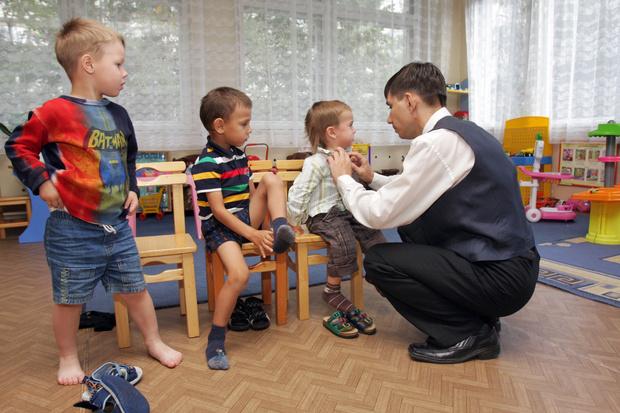 Фото №3 - Усатый нянь возвращается: российские мужчины все чаще откликаются на традиционно женские вакансии