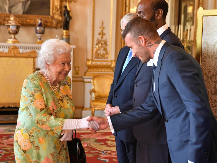 Фото №4 - 8 правил этикета, которые должен соблюдать каждый член королевской семьи