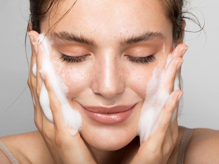 Фото №2 - Макияж для жирной кожи: пошаговая инструкция на каждый день