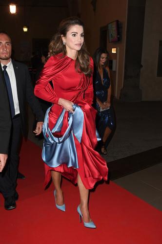 Фото №33 - Во всем блеске: любимые вечерние туфли королевских особ