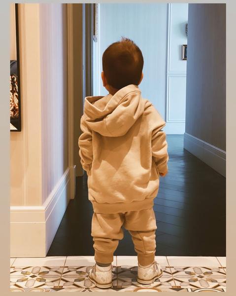 Фото №2 - Никакого люкса: Брухунова и Петросян одели сына в костюмчик за 4500 рублей