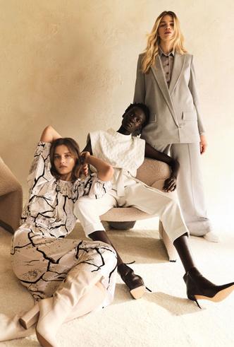 Фото №2 - Простой крой и универсальная палитра: как собрать гардероб в скандинавском стиле