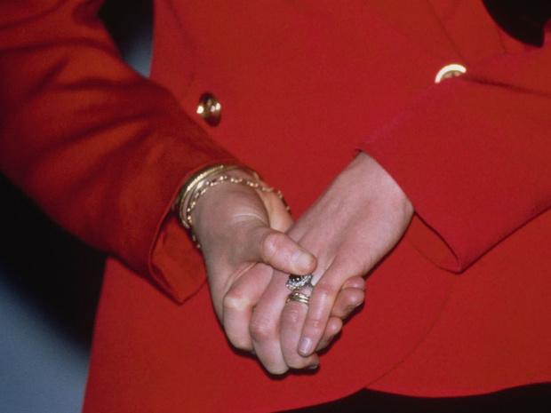Фото №2 - Не простое украшение: каким должно быть обручальное кольцо королевской особы