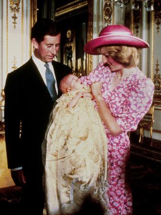 Фото №13 - Самые стильные образы королевских мам на крестинах их детей