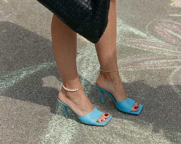 Фото №5 - Почему мюли— это обувь для мыслителей и где купить удачную пару?