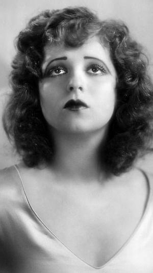 Фото №2 - От 1920-х до наших дней: как менялась мода на макияж губ за последние сто лет