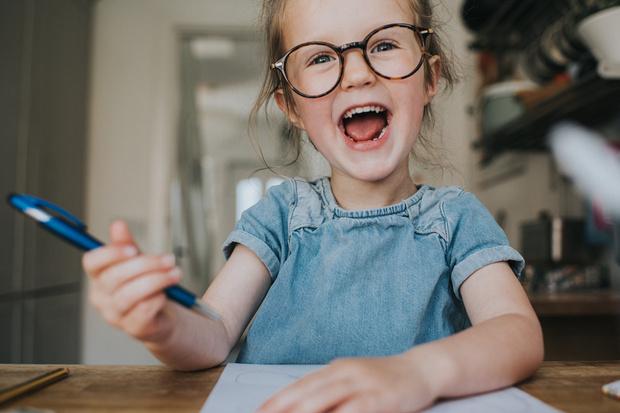 как научить ребенка правильно держать карандаш
