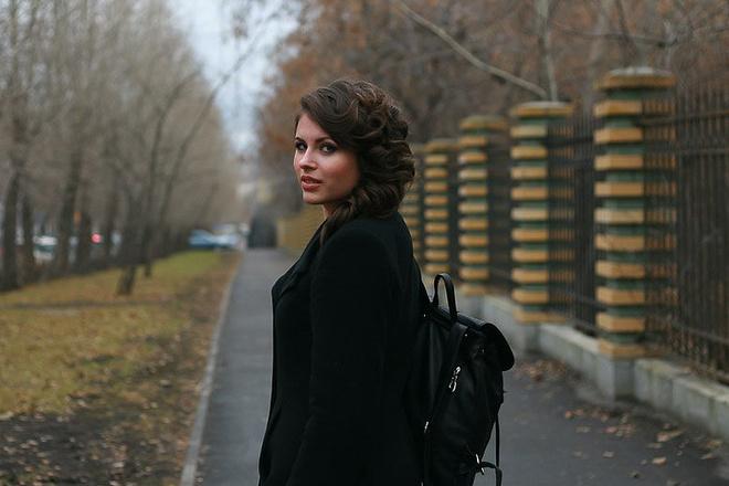 Студентка в красивых штанах, самая красивая рыжеволосая девушка мира