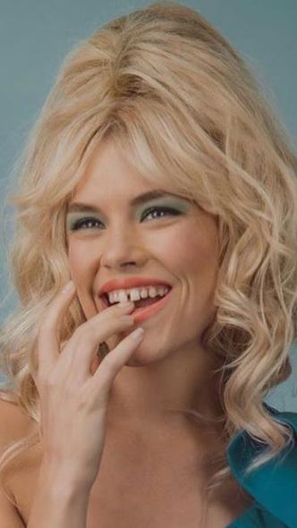 Фото №8 - Не надо стесняться: звезды с неидеальными зубами