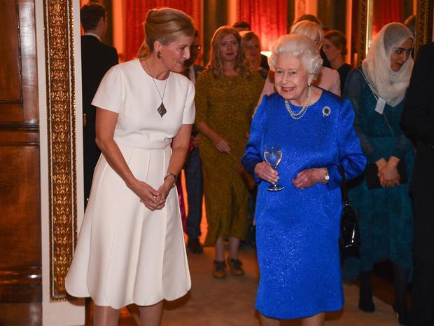 Фото №9 - Внутри королевского шкафа: как создается и где хранится одежда Елизаветы II