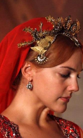 Фото №2 - Самые красивые образы Хюррем Султан из сериала «Великолепный век» 👑