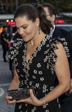 Фото №3 - Принцесса Швеции надела цветочное платье, которое дико стройнит