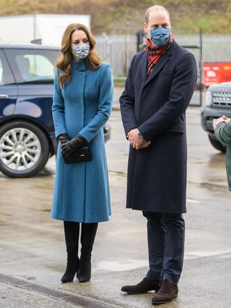 Фото №6 - Все наряды герцогини Кейт в рождественском туре по Великобритании