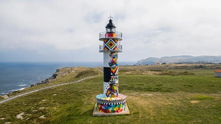 Фото №11 - В Испании раскрасили маяк