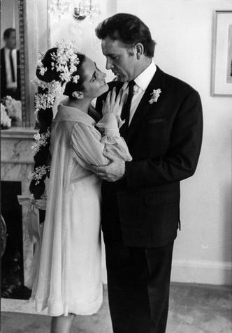 Фото №25 - Как выходили замуж легенды Голливуда: самые красивые ретро-фотографии
