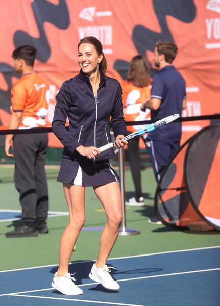 Фото №1 - Пока мир обсуждает беременность Кейт Миддлтон, она в мини-юбке играет в теннис
