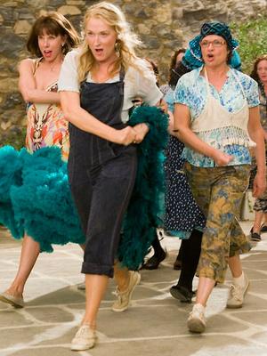 Фото №8 - 5 лучших fashion-образов из фильма «Mamma mia!» для тех, кто не готов прощаться с летом