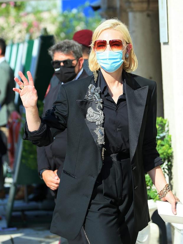 Фото №9 - Нарушая запреты: все образы Кейт Бланшетт на Венецианском кинофестивале