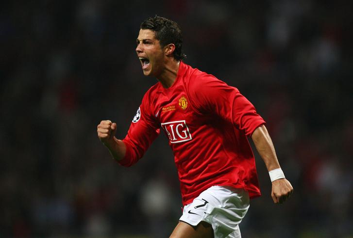 Фото №1 - Минута мячания: Роналду— в «Манчестер Юнайтед», «Зенит»— в стране великанов, Россия— чемпион мира!