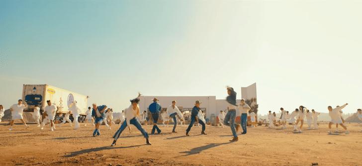 Фото №3 - Что BTS хотели сказать треком «Permission to Dance»? 🎶🕺