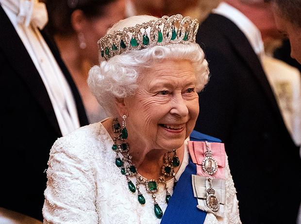 Фото №12 - Самые роскошные изумрудные тиары королевских династий