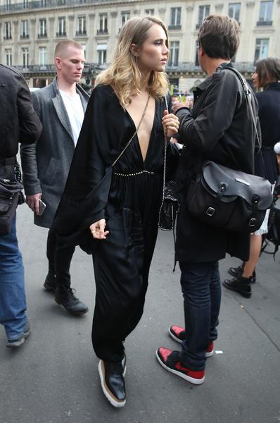 Фото №17 - Почему стало модно ходить без бюстгальтера