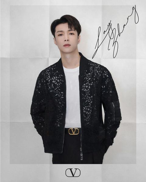 Фото №2 - Смотри и учись: три самых стильных образа Лэя из EXO на осень 2021