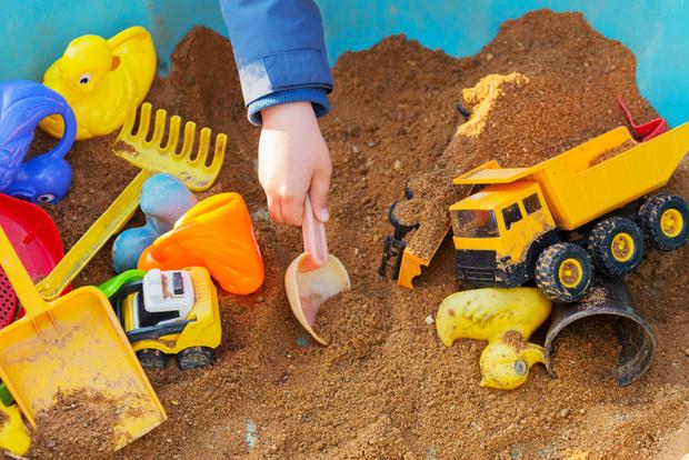 Фото №1 - Ссоры в песочнице