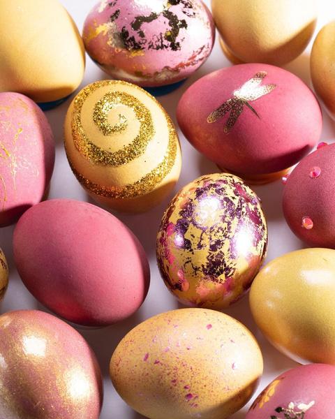 Фото №3 - Готовимся к Пасхе: можно ли красить яйца лаком для ногтей?