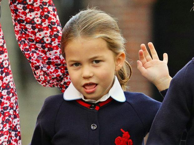Фото №1 - Почему принцесса Шарлотта не может пользоваться своим титулом в школе